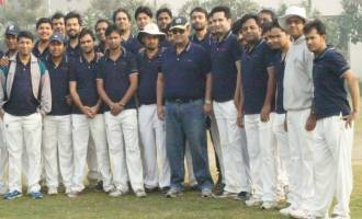 Shamit Khemka with employees in SynapseInteractive Premier League